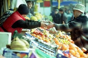 Legume-fructe-piata-alimente-comert-vanzare