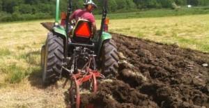 lucrari-agricole-aratul-640x330