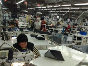 tnr_800x800_47465_muncitori-fabrica