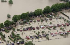 romani-arestati-in-cehia-pentru-furturi-din-zone-afectate-de-inundatii_size6