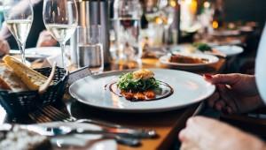 restaurant-eten-Unsplash-nw-juist